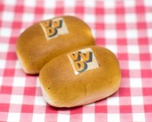 worstenbroodje met logo